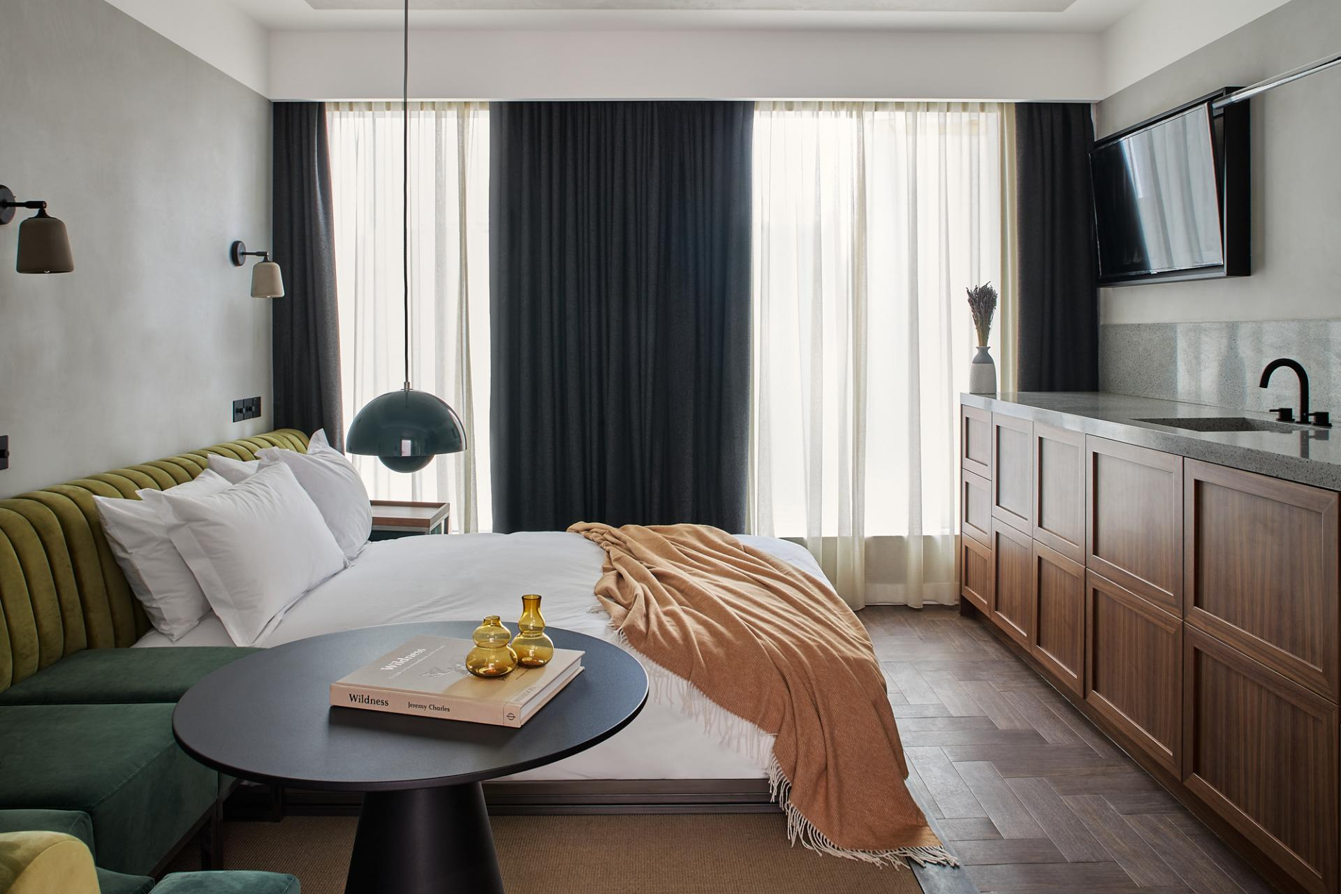 Sophisticated furnishings in the studio apartment with neutral tones